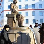 памятник Сагинова