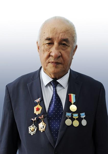 Ахметжанов Бура Ахметжанович,  профессор, заведующий кафедрой ЭиМП